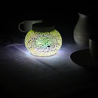 WILLOW light green solar table light. A night time jewel on your table.