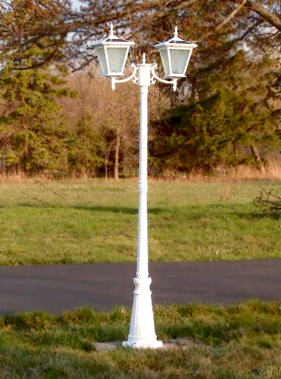 Two-head solar light for courtyard and driveway
