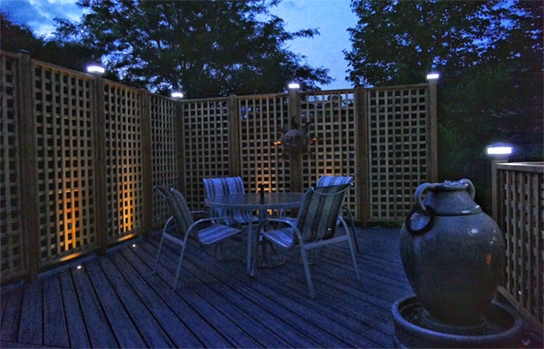 Solar fence post cap lights