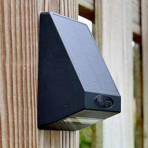 NOVA Solar Fence & Wall Light, 10 Hours Lighting Time Each Night