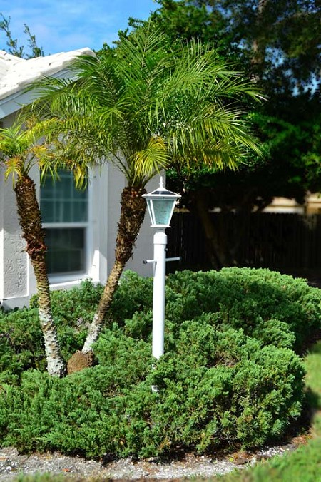GALAXY White Post Mount Solar Light. Solar light for entrance pillars, brick columns and electrical posts.